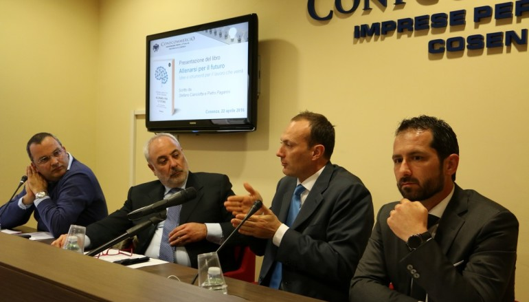 """Cosenza: Confcommercio, presentato il libro """"Allenarsi per il futuro"""""""