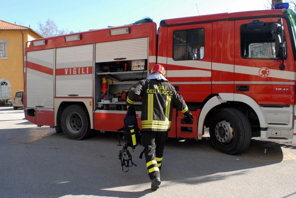 Vigili-del-Fuoco-camionetta