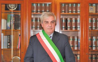 Rossano (CS): Gli auguri del commissario straordinario Aldo Lombardo alla baby sindaco Alessia Lapietra