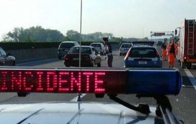 Doria (CS): Scontro tra un'auto e un camion, muore una 33enne