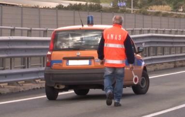 Simeri Crichi (CZ): ANAS – Rimozione rifiuti abbandonati lungo la SS106 jonica