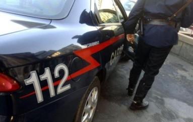 Cosenza: Genitori lasciano neonato in auto per fare la spesa, arrestati