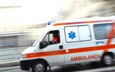Tamponamento tra un autocarro e un minibus: 16 feriti