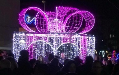 Luminarie in piazza a Rossano, spettacolo di luci e colori