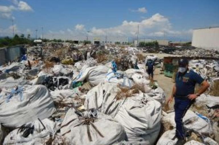 Z.I. Corigliano: sequestrato deposito rifiuti plastici dalla Polizia Provinciale